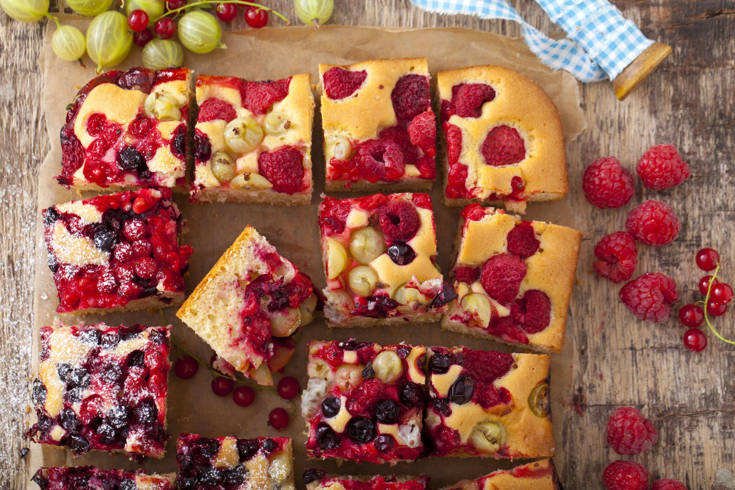 Pyszne ciasto na oleju z owocami jagodowymi