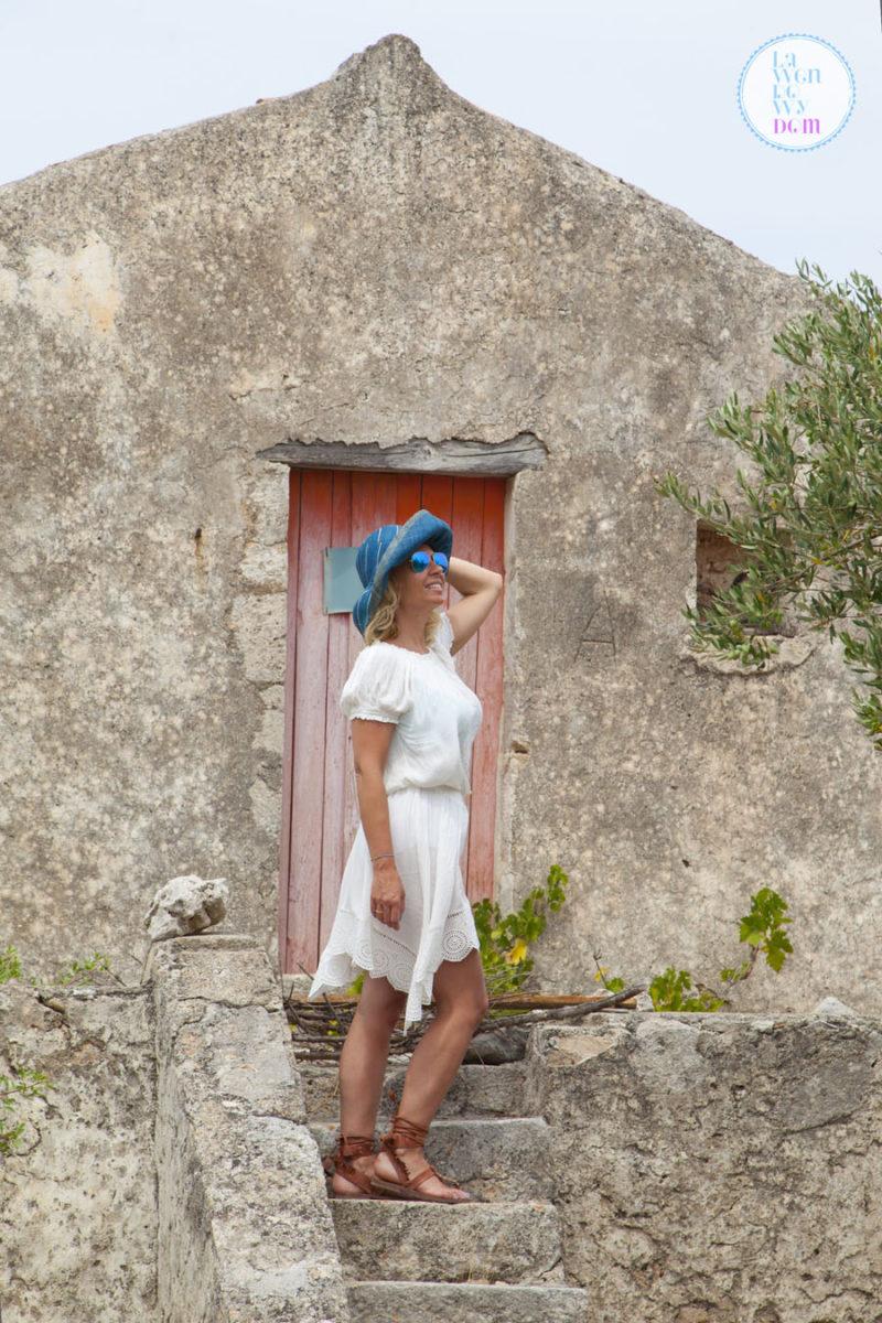 stylizacja-z-biala-sukienka_19