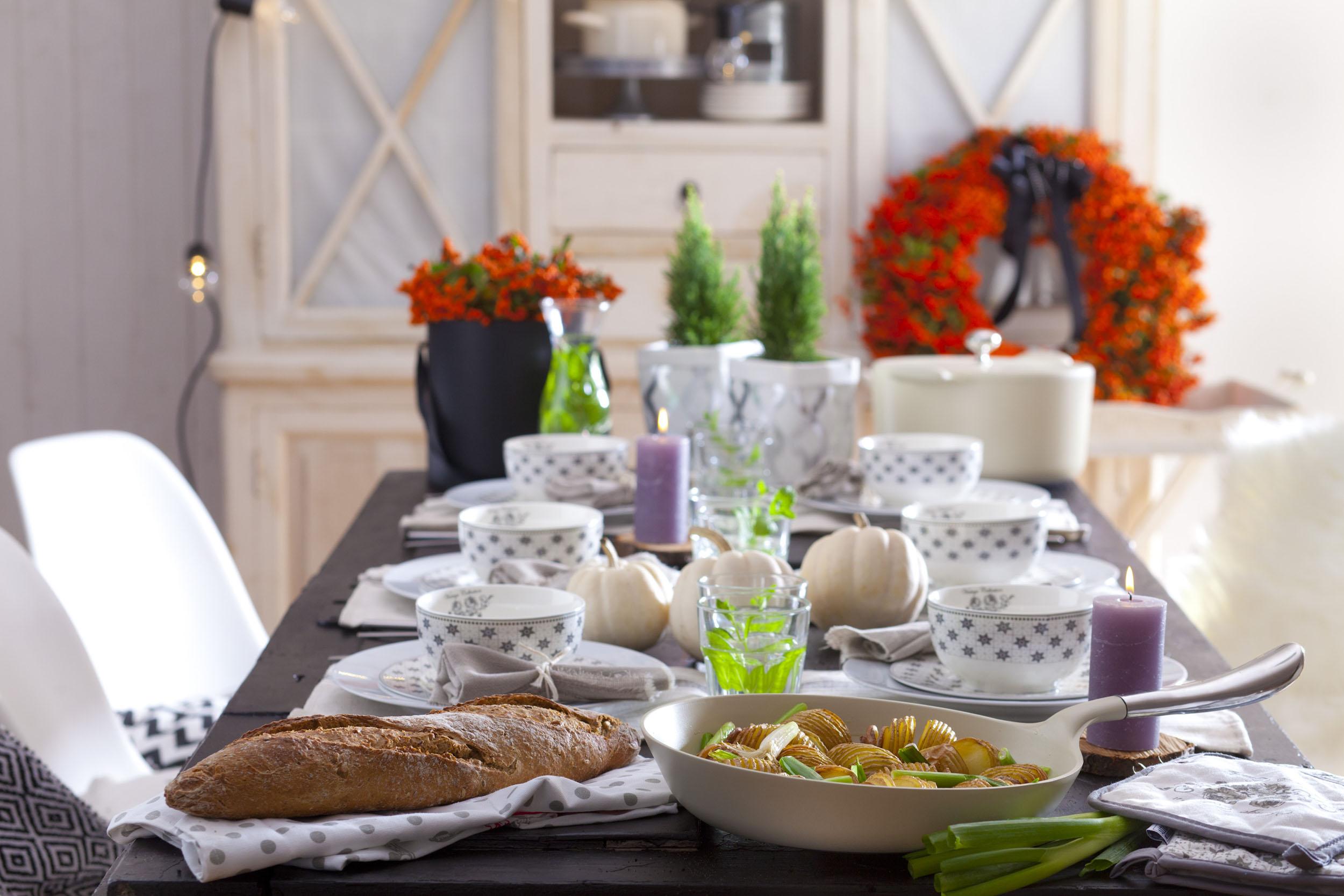 Jesienny stół w stylu skandynawskim.