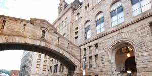 P - court building