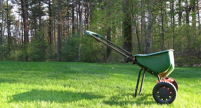 Lawn Fertilization, Lawn Fertilization Service, Lawn Care Service Minneapolis