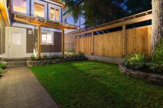 We do seeded and artificial turf installations in Vancouver, Burnaby, Nort and West Van and Richmond.
