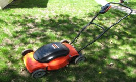 Black & Decker SPCM1936 19-Inch 36-Volt Cordless Electric Self-Propelled Lawn Mower With Removable Battery Review