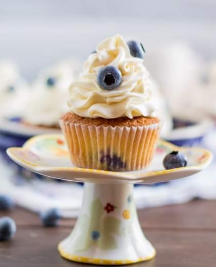 Heidelbeere Cupcakes mit weißer Schokolade