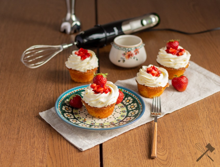 "Erdbeer ""Nest"" Cupcakes"