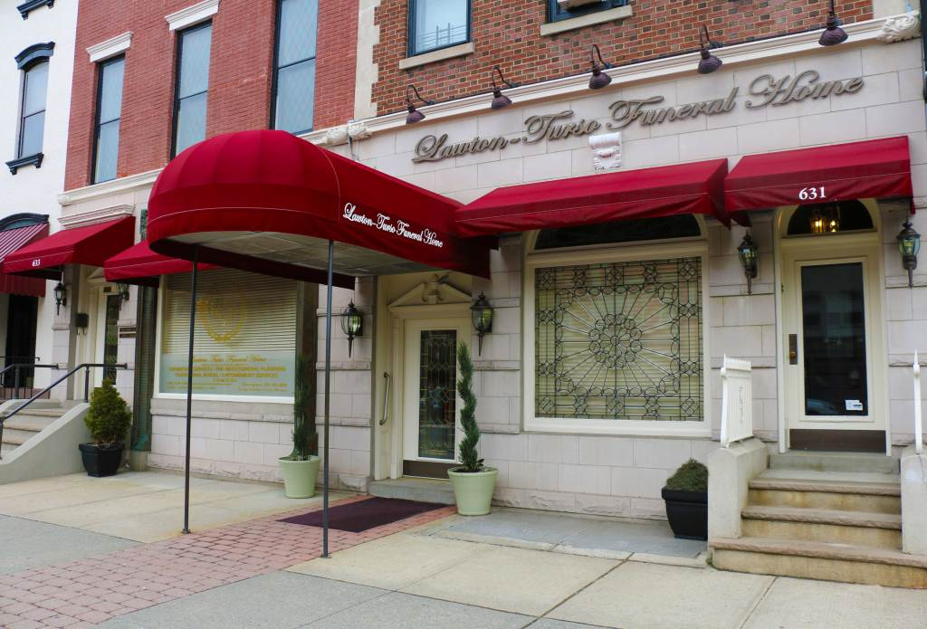 Front entrance of Lawton Turso Funeral Home