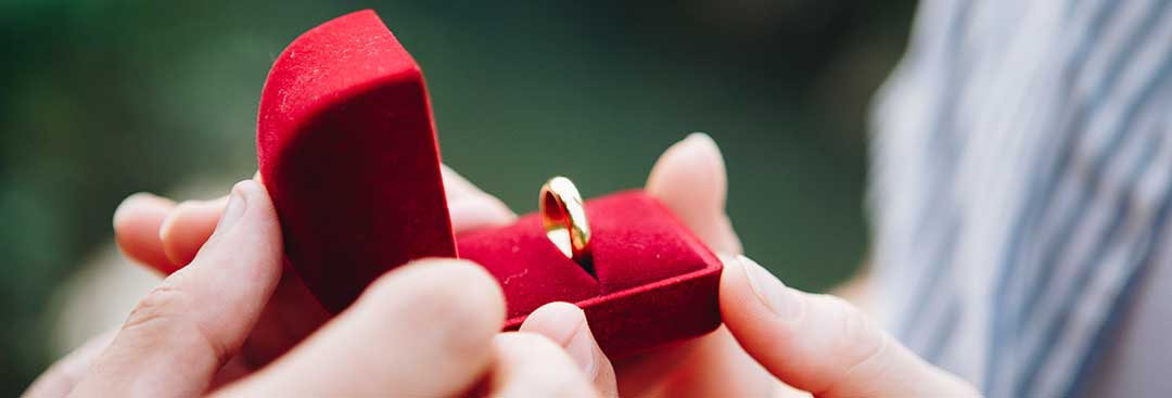 A ring in a red velvet box to show that you can remarry after the case succeeds.