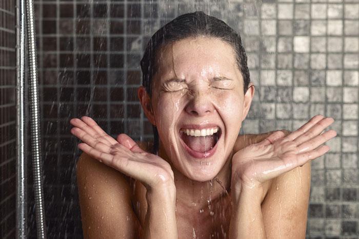 Kalte Dusche - so startest du putzmunter in den Tag!