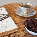 Schnelle Power und Abhilfe für den kleinen Süßhunger Zwischendurch: Dattel-Kokosbällchen