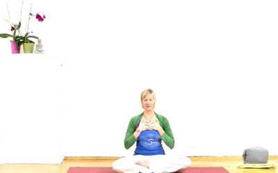 [Yogavideo]: Love yourself!
