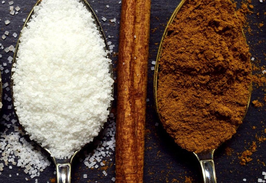 Zähneputzen mit Zimt und Zucker