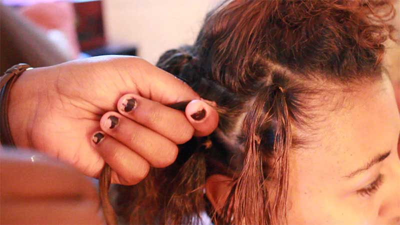 A Step-By-Step Guide On How To Twist And Rip Dreads Yourself