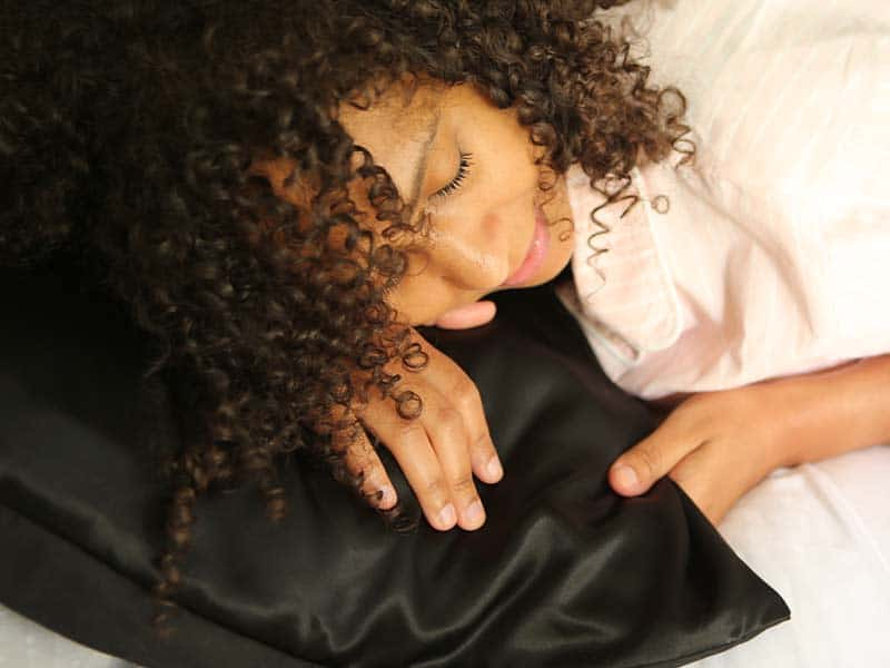 How To Keep Curly Hair From Getting Frizzy? The Easy Way Out!