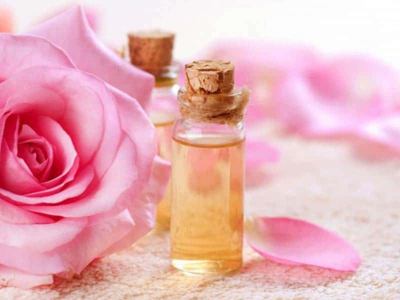 How To Use Rose Water For Hair? Learn The Right Way!