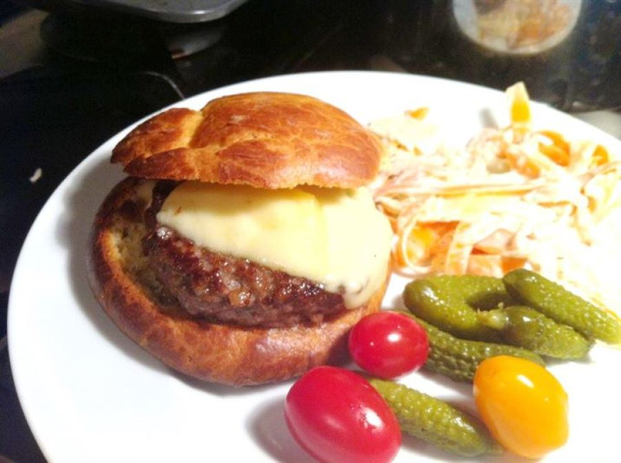 Classics with a Twist: Felicity Cloakes Perfect Burger, Lay The Table