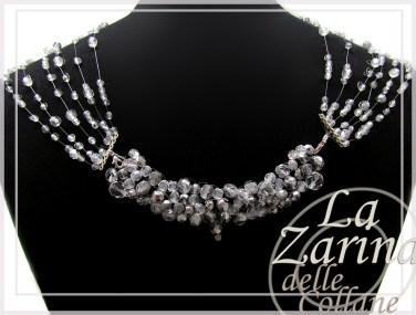 collana con peso, mezzo cristallo, incrostazione cristalli, collana particolare, disegno bello collana, collane eleganti, collana da sera,