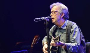 Eric-Clapton-singing-with-guitar