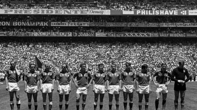 El árbitro que escapó de la guerra y pitó en México 1970