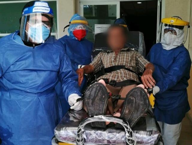 Egresan los dos primeros pacientes de COVID-19 del Hospital Comunitario de La Huacana