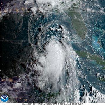 Tormenta «Laura» se convierte en huracán en el Golfo de México