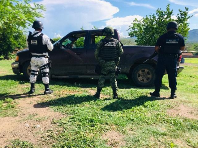 Aseguran SSP, Sedena y GN camioneta con reporte de robo en Huetamo