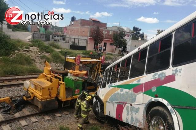 Chocan 2 camiones de pasajeros en La Goleta; hay varios heridos