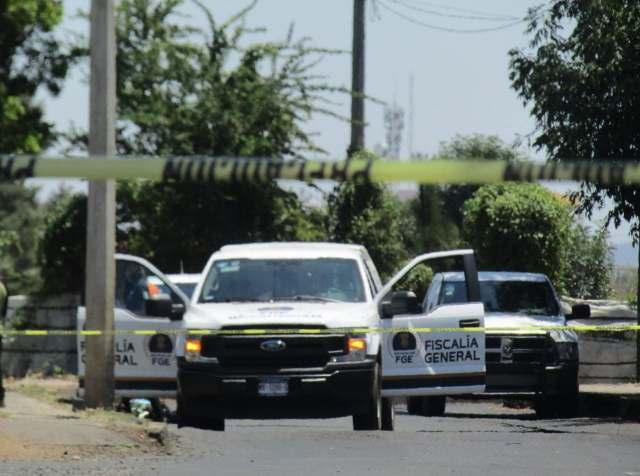 Ejecutan a una mujer y abandonan su cuerpo encobijado en carretera de Chilchota
