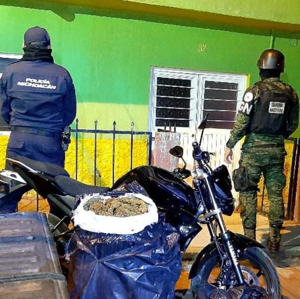 Aseguran SSP y GN 20 kilos de marihuana y motocicleta con reporte de robo