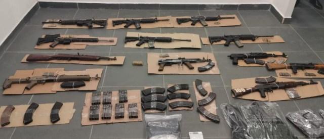 Aseguran SSP, GN y FGE a 16 personas, 12 fusiles, 170 cartuchos útiles, droga y 30 cargadores