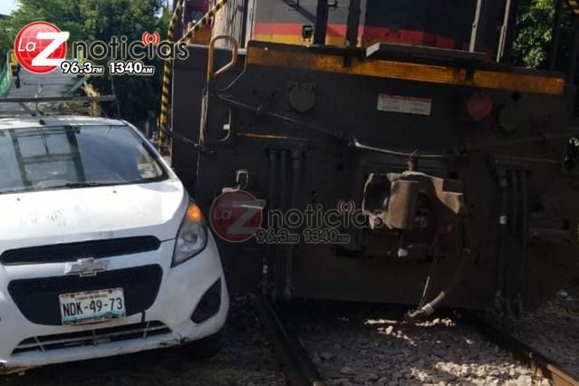 Tren embiste automóvil en Morelia