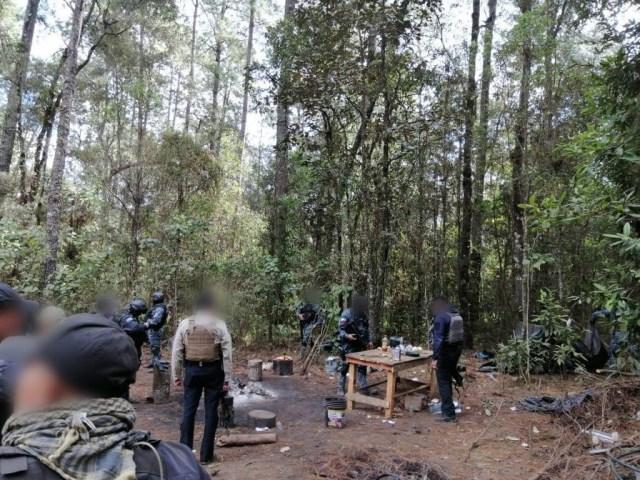 En Operación Conjunta Michoacán, fueron asegurados dos vehículos y destruido un campamento