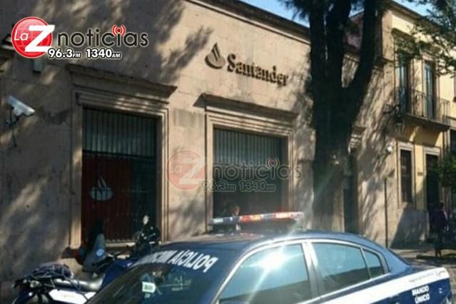 Delincuentes asaltan un banco Santander en Morelia