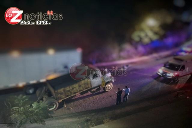 Accidente de vehículo de carga genera embotellamiento vial en Tacámbaro