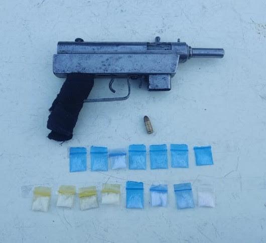 En Jacona, detiene SSP a uno en posesión de arma y 15 dosis de droga
