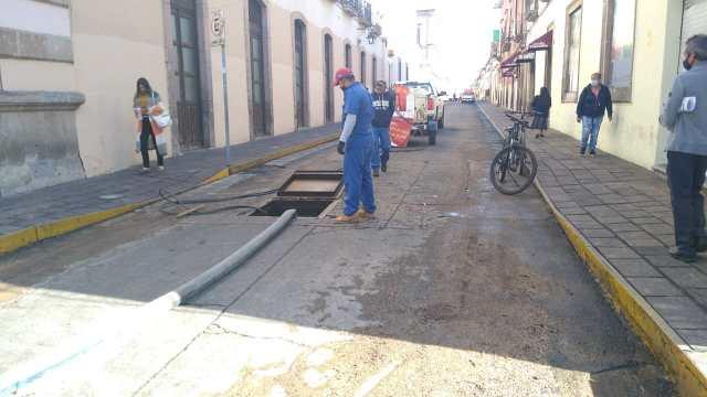 OOAPAS Morelia repara fuga de agua en Centro Histórico