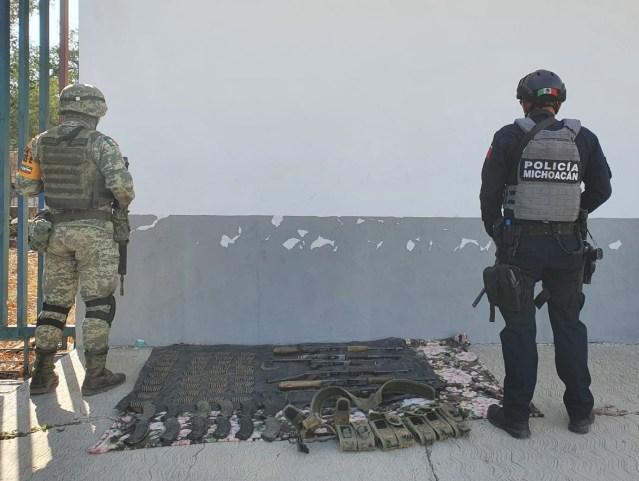 Aseguran SSP y Sedena 6 armas de fuego, 360 cartuchos y un vehículo con reporte de robo
