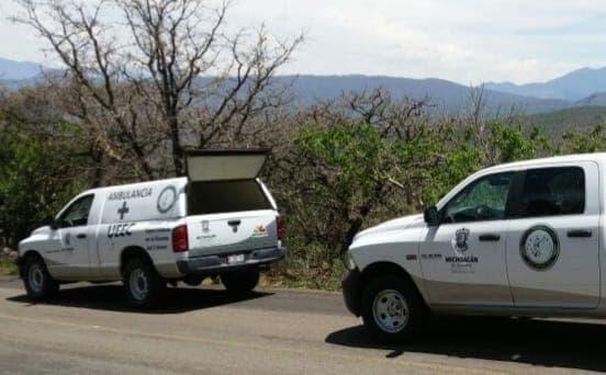 Encuentran cadáver baleado de un hombre adentro de una camioneta en Tacámbaro