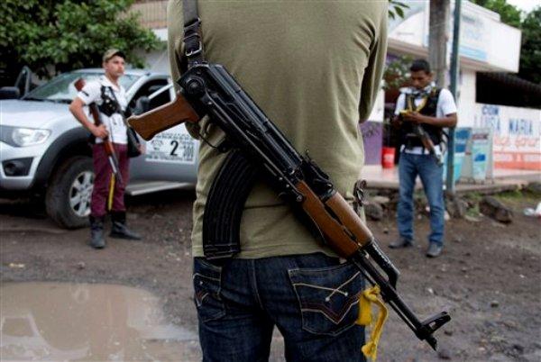 Rechaza APEAM que grupos armados tengan que ver con aguacateros*