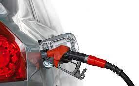 Hacienda 'baja la velocidad' y recorta estímulo a gasolinas y al diésel