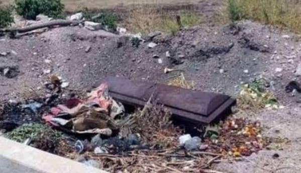 Ciudadanos piden a autoridades actuar para resolver problema de tumbas expuestas por deslave en panteón de Lázaro Cárdenas
