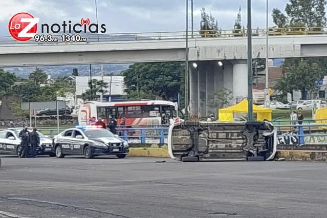 Se registra accidente de 2 vehículos en el libramiento poniente de Morelia