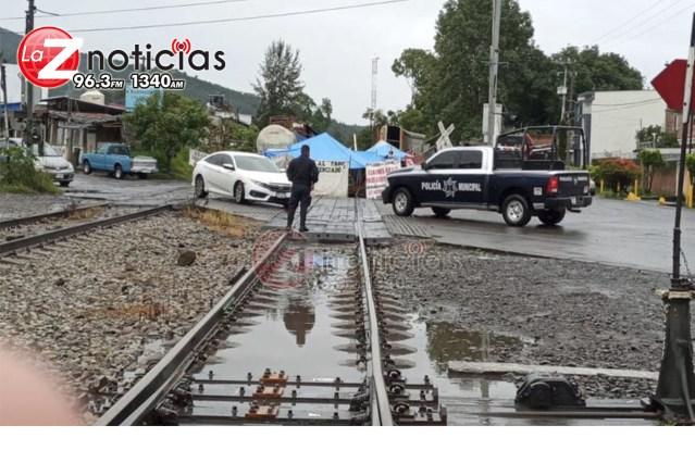Cumple 65 días el bloqueo de vías férreas  en Caltzontzin