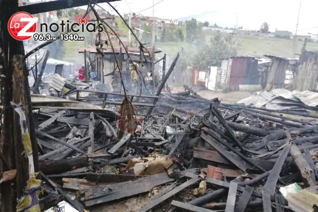 Se queman varias casas de lámina y cartón