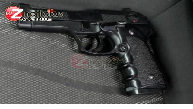 Detiene SSP a uno en posesión de droga y una réplica de arma de fuego