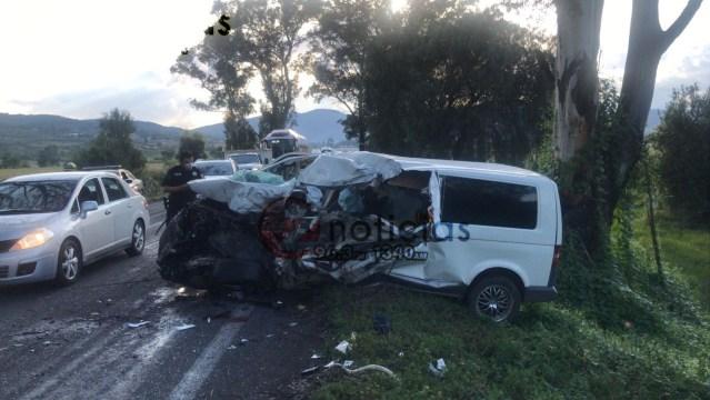 Encontronazo entre autobús y camioneta, deja una persona lesionada