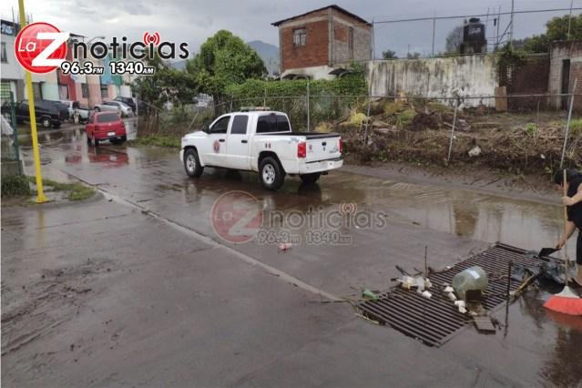 Autoridades atienden los reportes ante las inundaciones, en Uruapan
