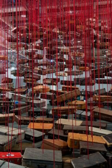 Chiharu Shoota accumulation art basel 2016 alain walther