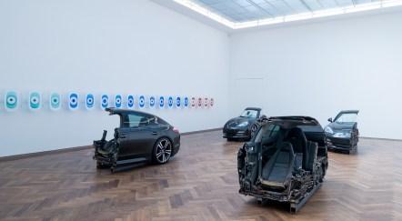 «Cake» (2016) de Yngve Holen | exposition «Verticalseat» de Yngve Holen à la Kunsthalle Basel du 13 mai au 14 août 2016 (photo : alain walther)