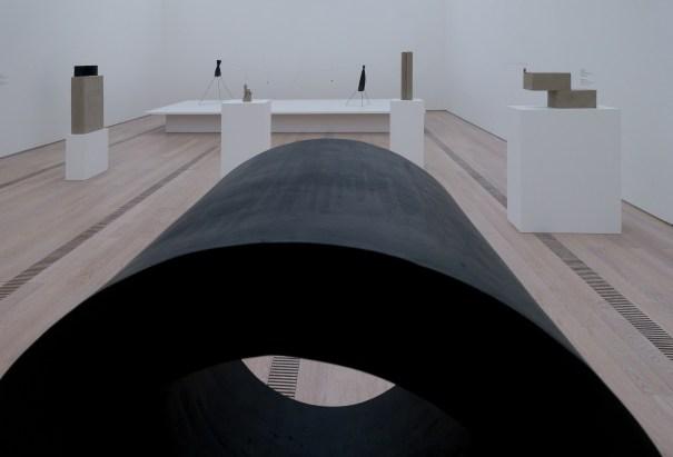 Exposition « Alexander Calder & Fischli / Weiss » à la Fondation Beyeler. Été2016. (photo : alain walther)