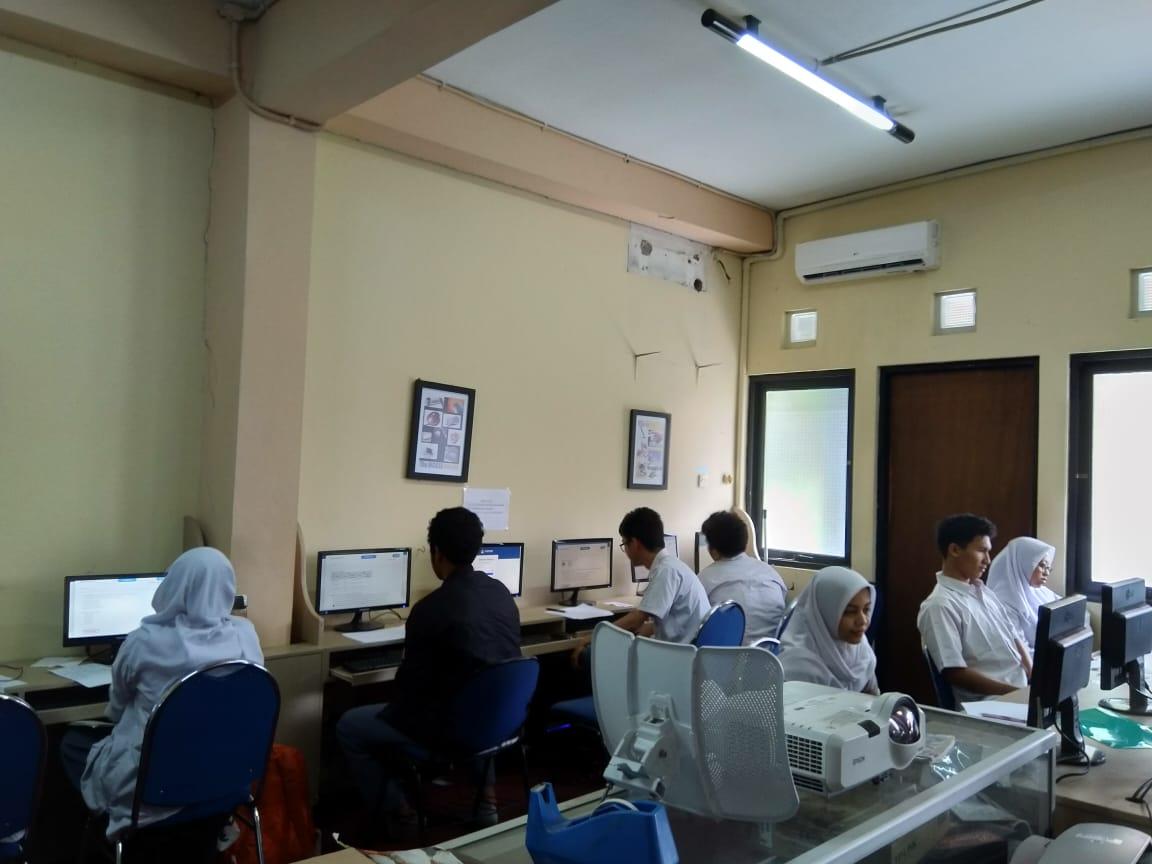 Simulasi UNBK untuk Kelas XII di SMA Lazuardi